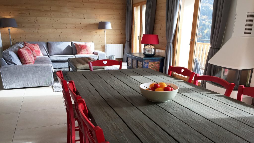 Self-catered ski apartments in Vaujany: The lounge area in Chalet Gilbert
