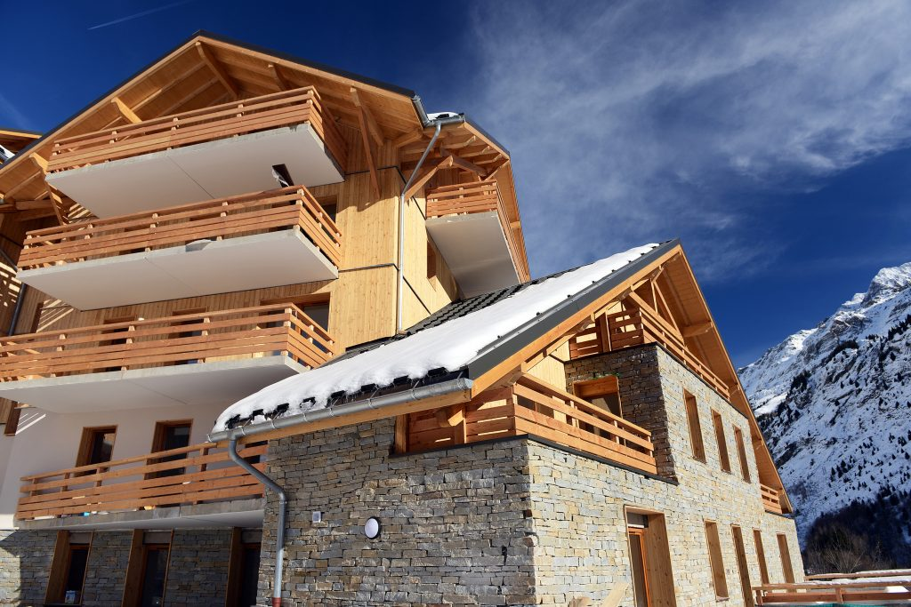 Self-catered ski apartments in Vaujany: Le Crystal Blanc